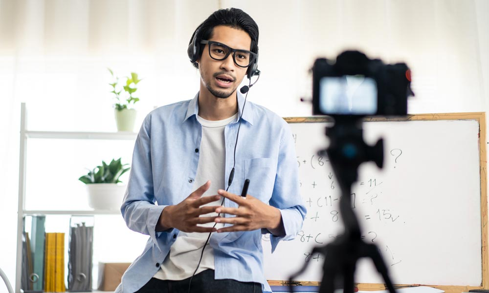 Video Consultants London Creating a Training Video in 2021 Read our Do's and Don'ts Blog Image